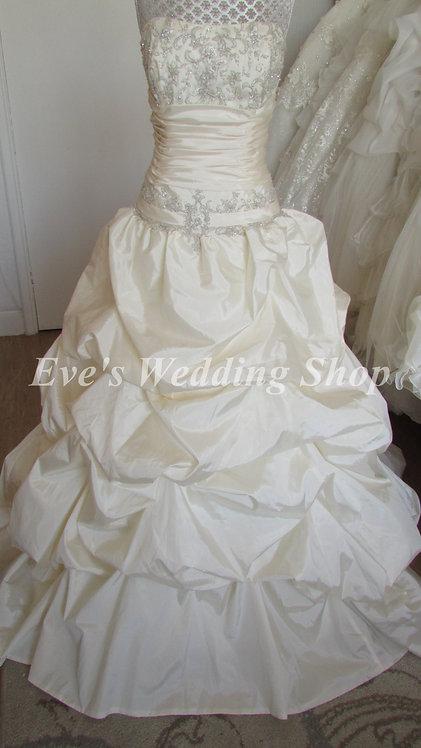 Forever yours cream wedding dress US 10 / UK 12/14