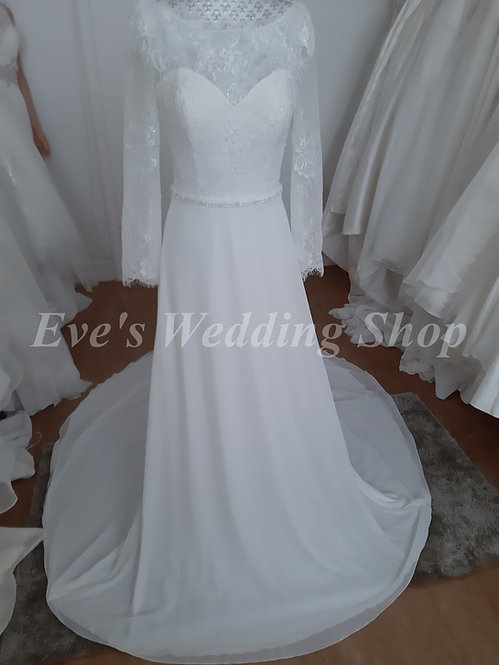 Berketex ivory wedding dress with sleeves UK 22