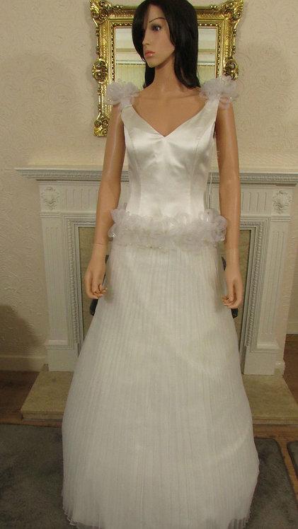V NECK WEDDING DRESS SIZE 12