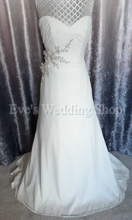 Beautiful ivory wedding dress UK 8