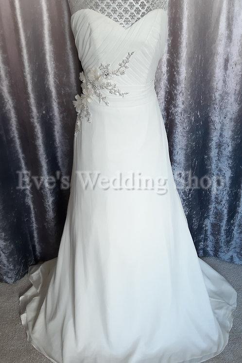 Beautiful ivory wedding dress UK 8