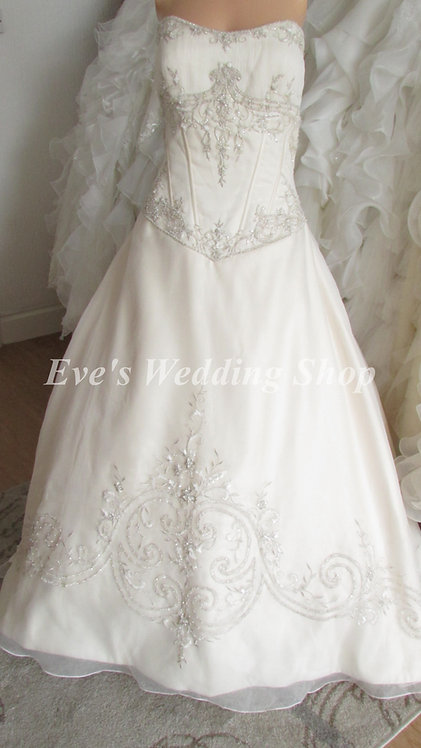 Alfred Angelo cream embroidered wedding dress uk16