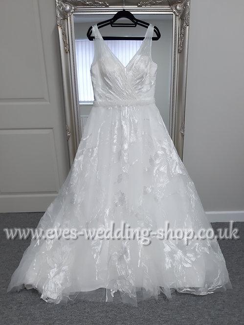 Floral V neck ivory wedding dress UK 18