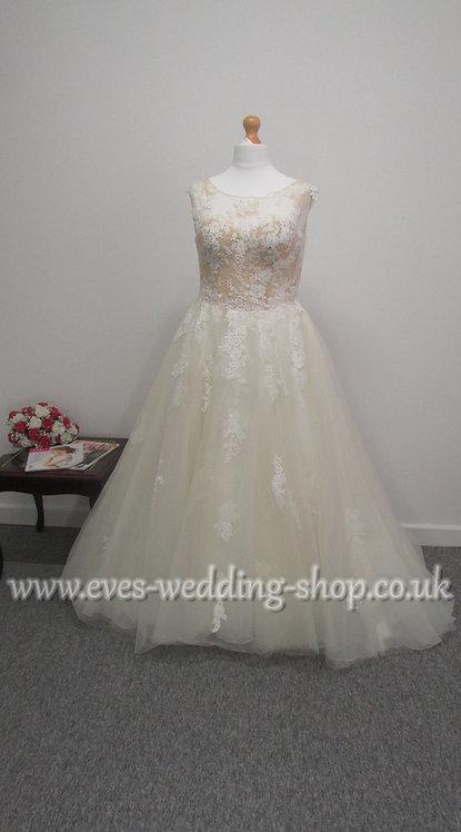 Ivory / champagne wedding dress UK 16 more like 12/14
