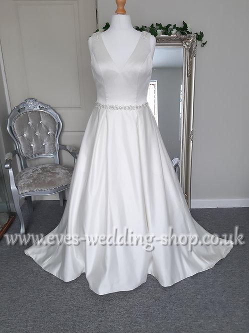 Venus ivory V-neck wedding dress UK 14
