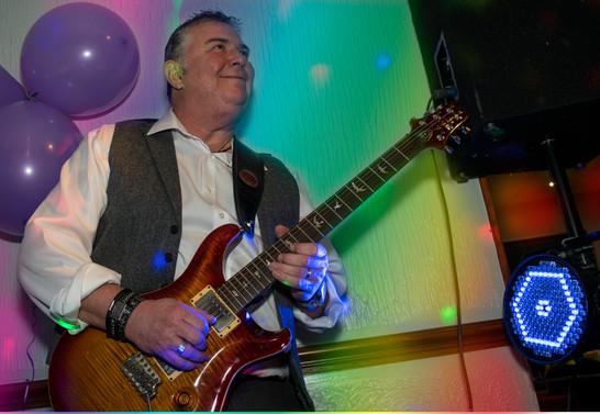 Dave, Guitar