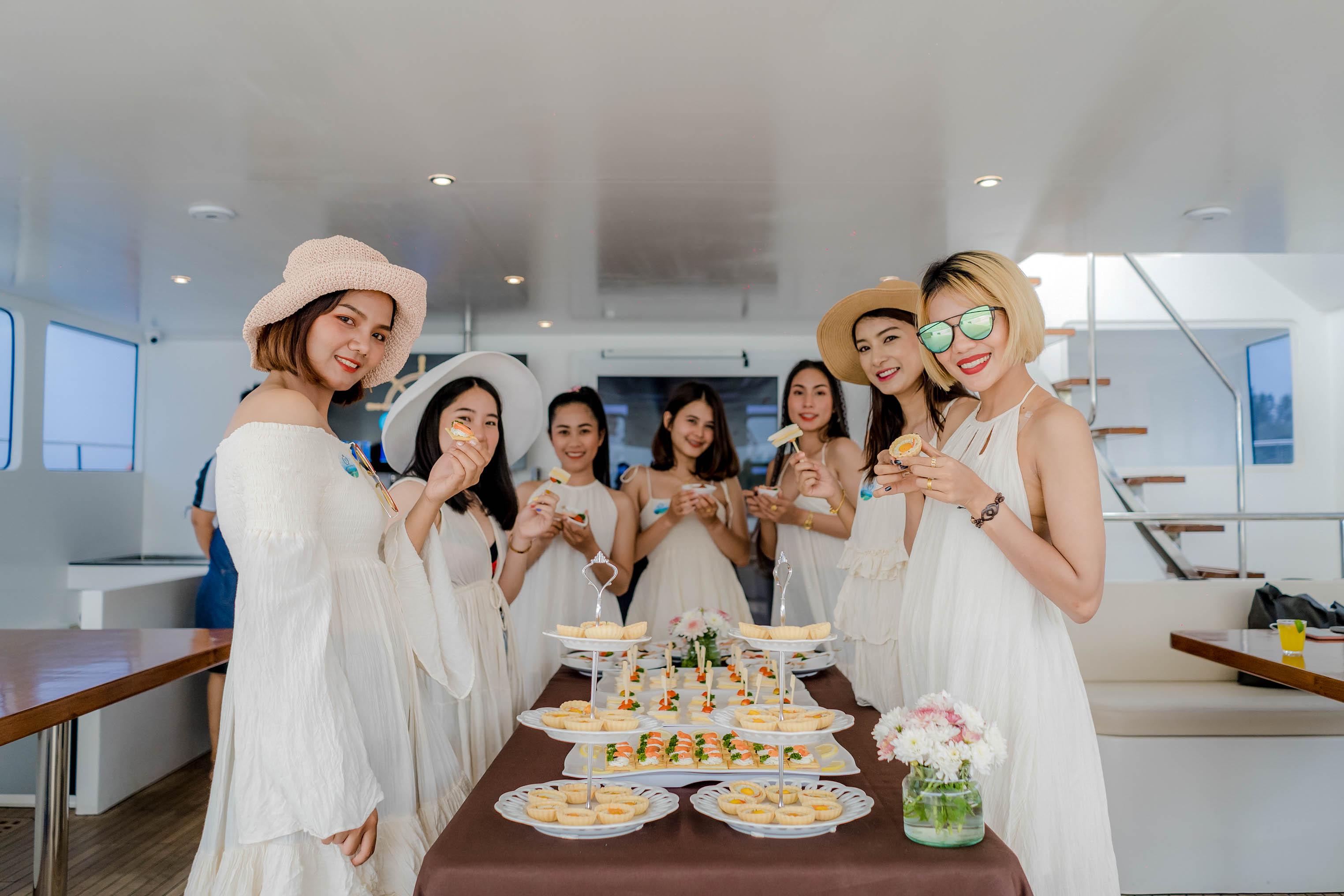 Krabi Cruise Foods1