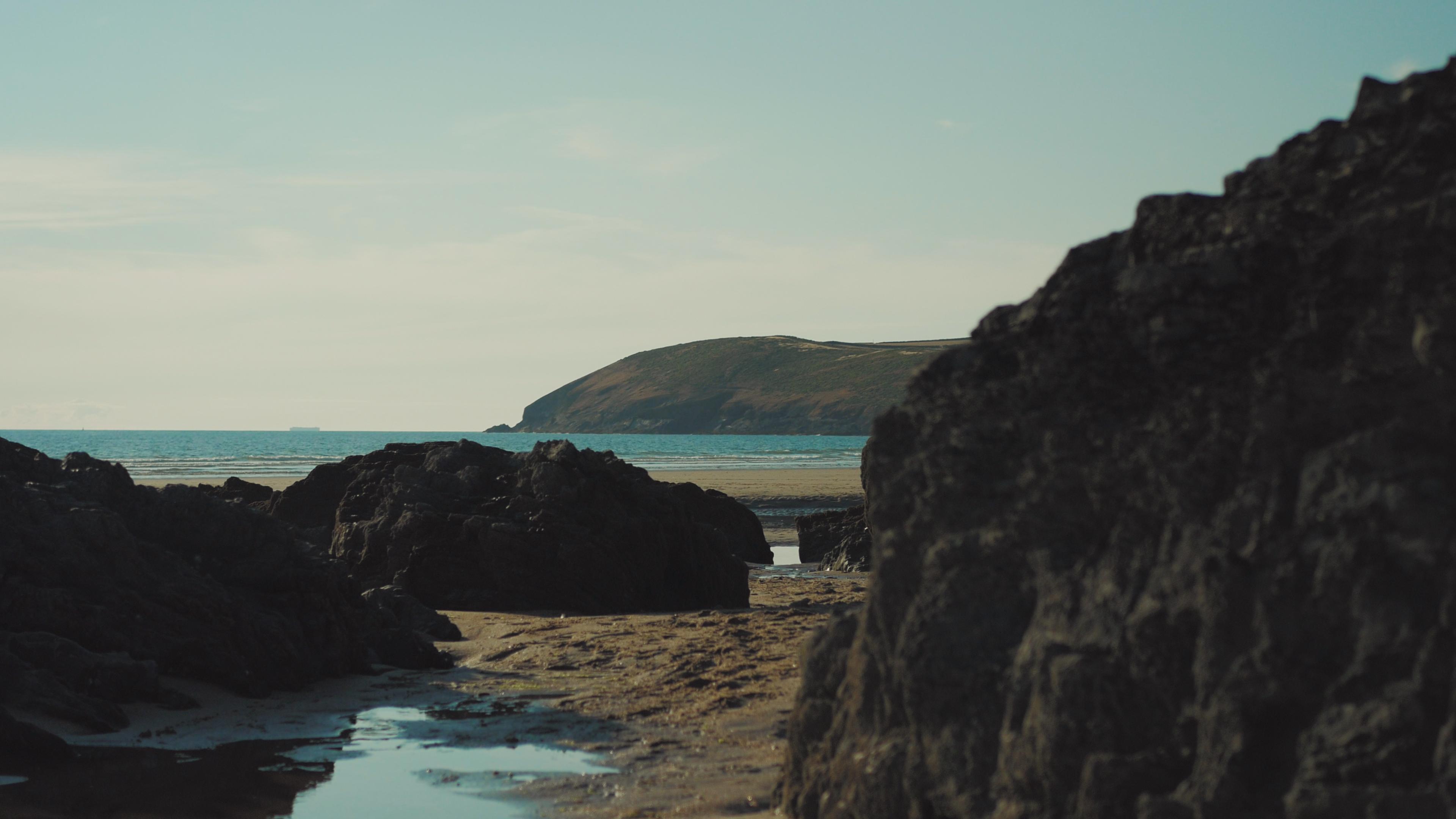 croyde beach rocks sea