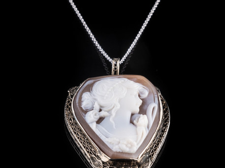 ESTATE+14K+white+gold+shell+cameo+neckla