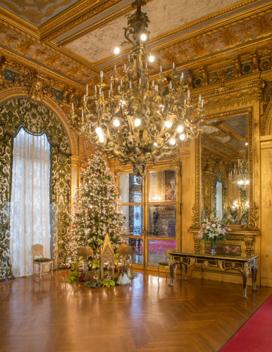 MH-Gold-Room-Xmas-386x500.jpg