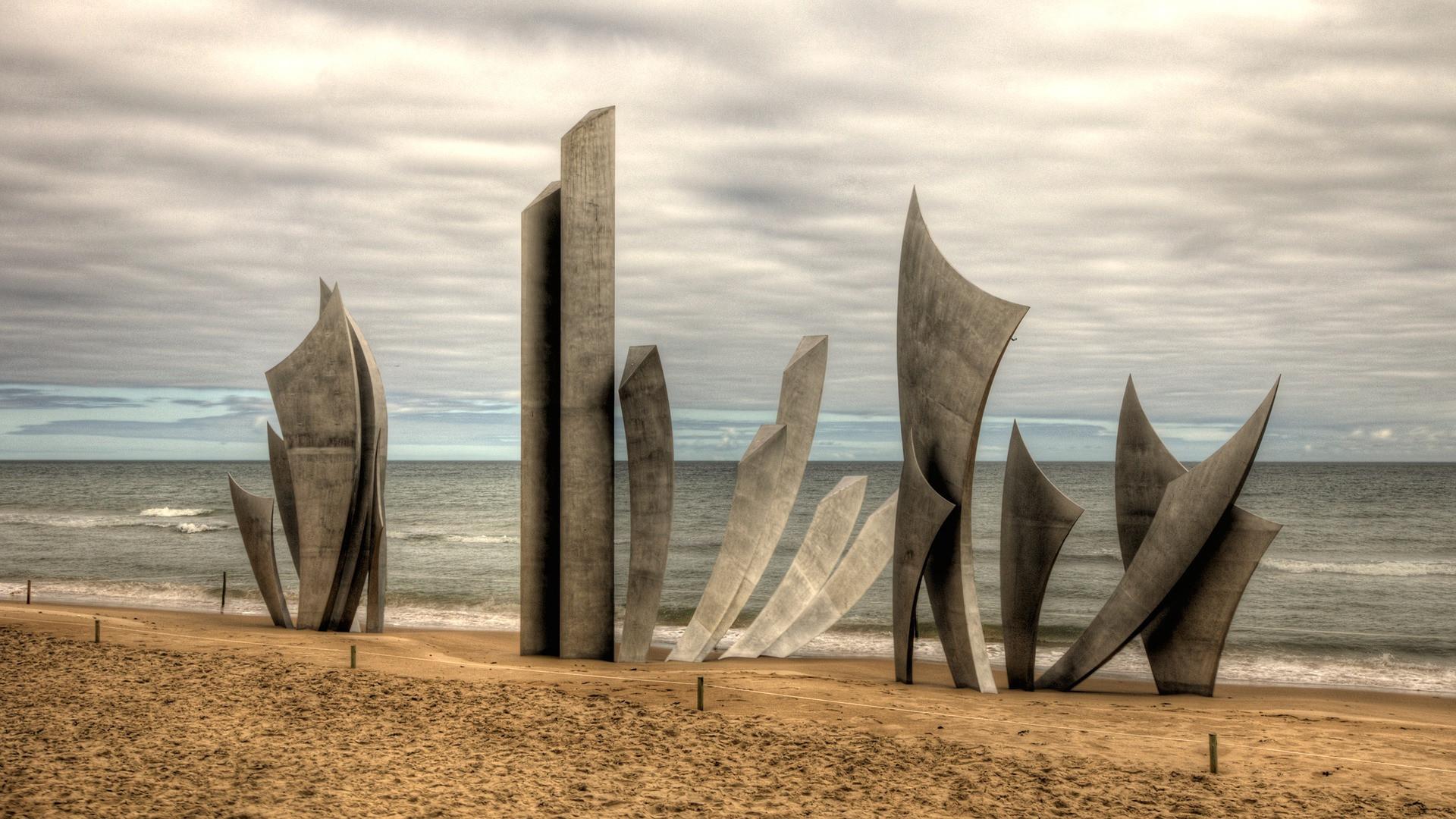 omaha-beach-2213635_1920 - Champlain Tou