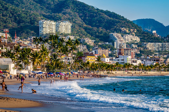 puerto-vallarta-beach-485510180 - Champl