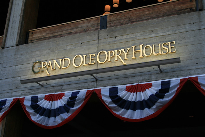 Grand_Ole_Opry_House_entrance_sign.jpg