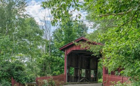 Covered-Bridge-in-Rural-Vermont-770x293.