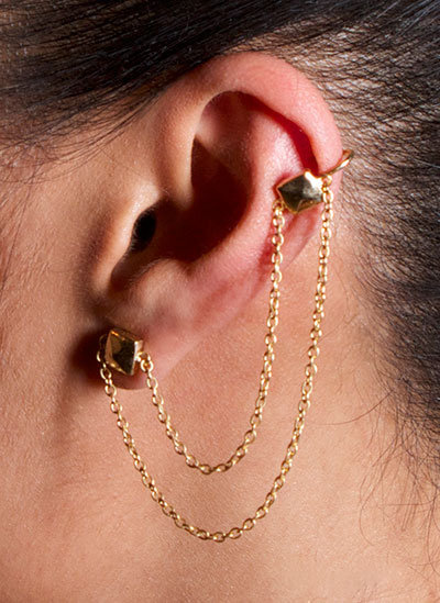 PYRAMID CHAIN EAR CUFF