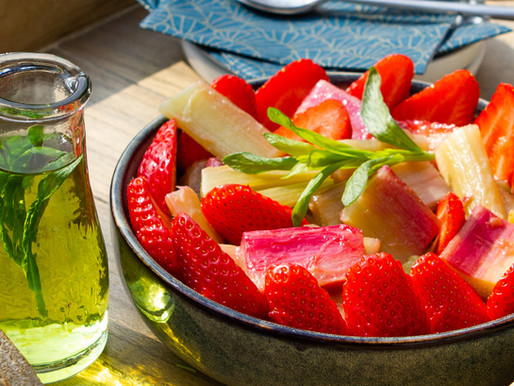 Rhubarbe rôtie & fraises fraîches au sirop d'estragon