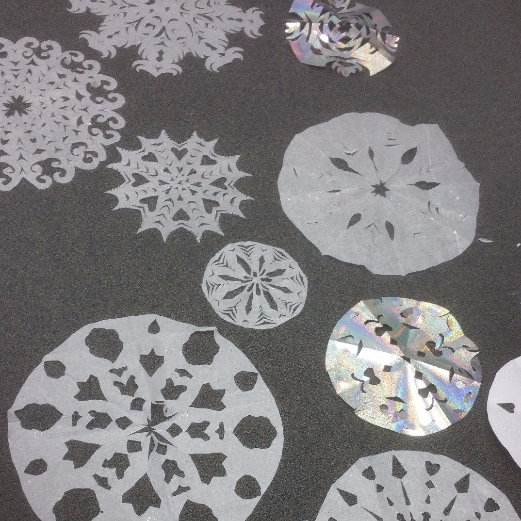 Crystal Structure in Snowflakes