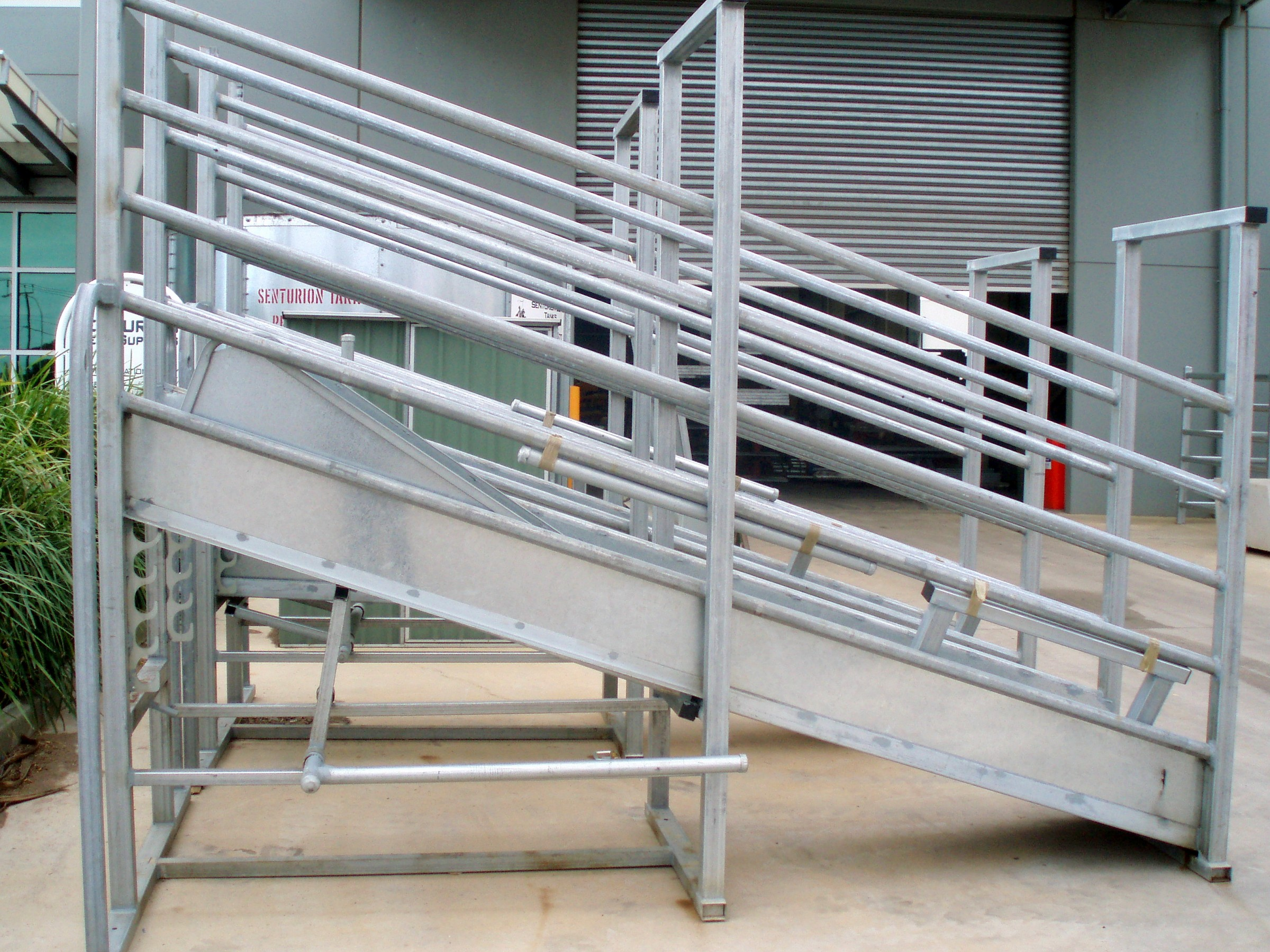 Senturion-Steel-Supplies-Adjustable-Cattle-Ramp-06