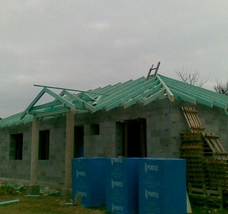 Výstavba domu (2).jpg
