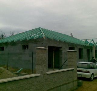 Výstavba_domu_a_plotu.jpg