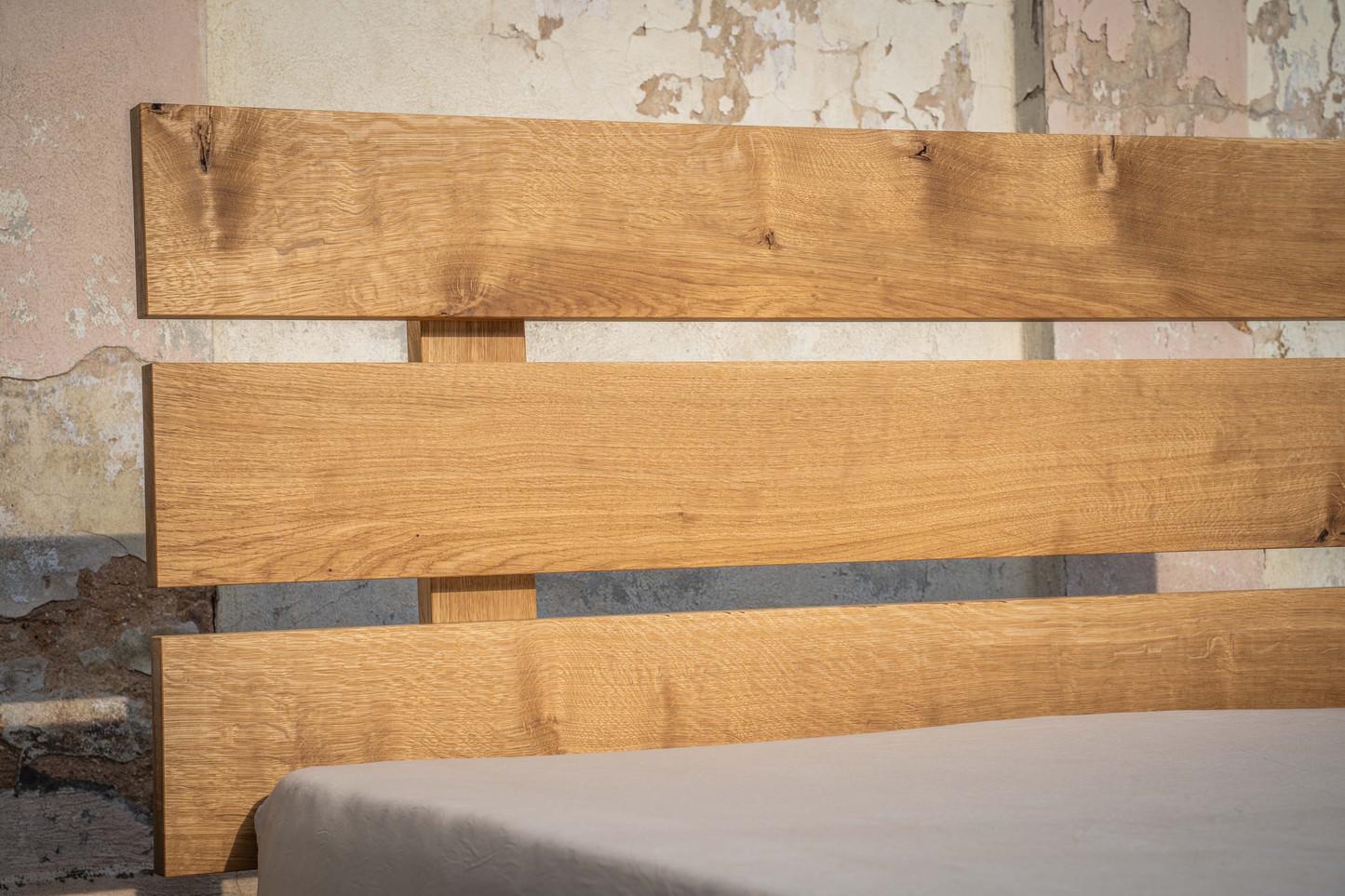 Dubová postel