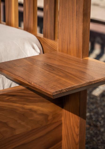 Masivní ořechová postel Zakázková výroba 200/160, olejováno