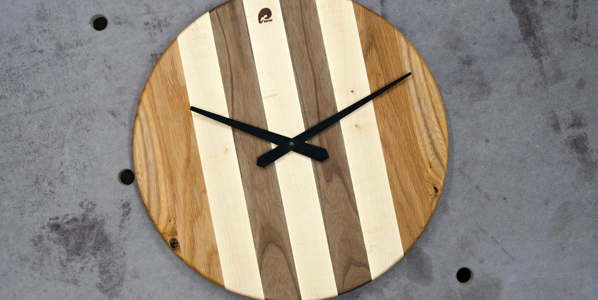 Kombinace dřevin (dub + javor + ořech na obrázku)