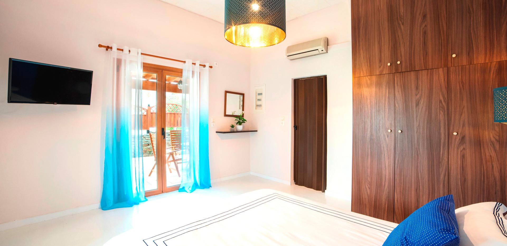 Bedroom - Smart Tv - Closet