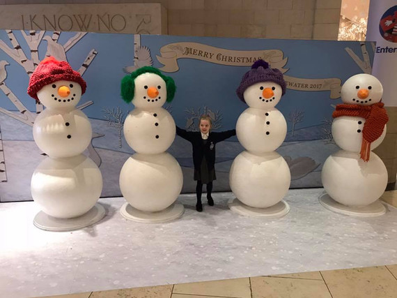 Bluewater Shopping Centre Snowman Background Scene