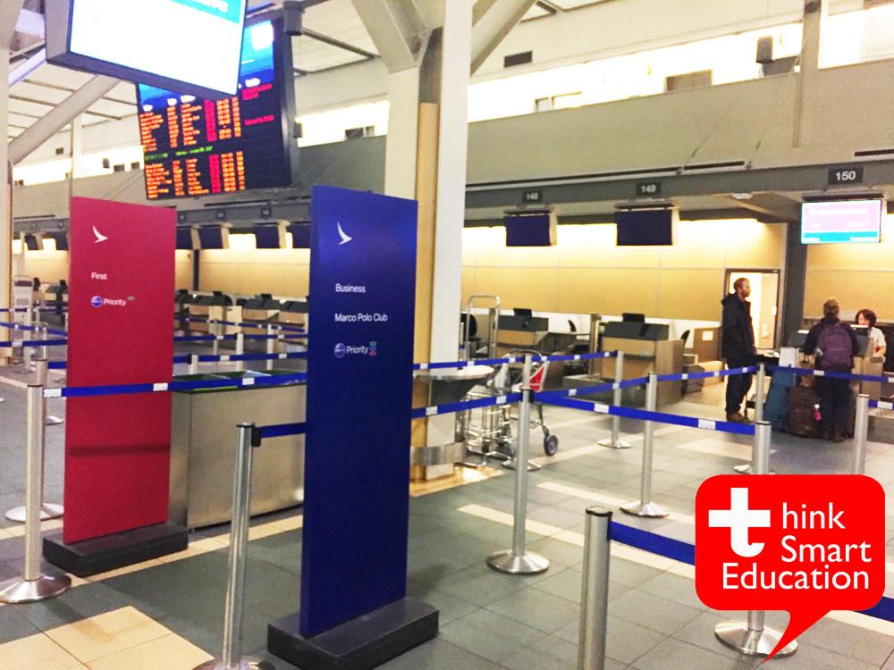 ชั้นบนของสนามบิน เคาเตอร์เช็คอินอยู่ชั้นบนของสนามบิน YVR  ค่ะ