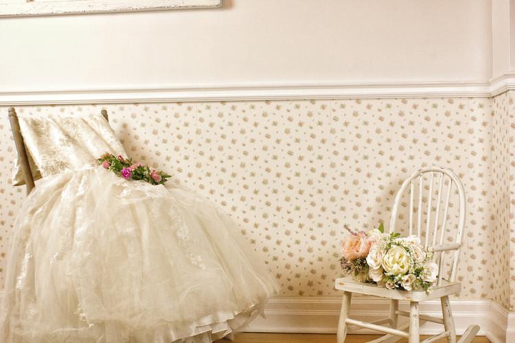 Stunning mermaid wedding dress + Flower Crown and cute flower girl bouquets.