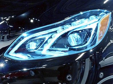 2014_Mercedes-Benz_E-Class_LED_Headlight