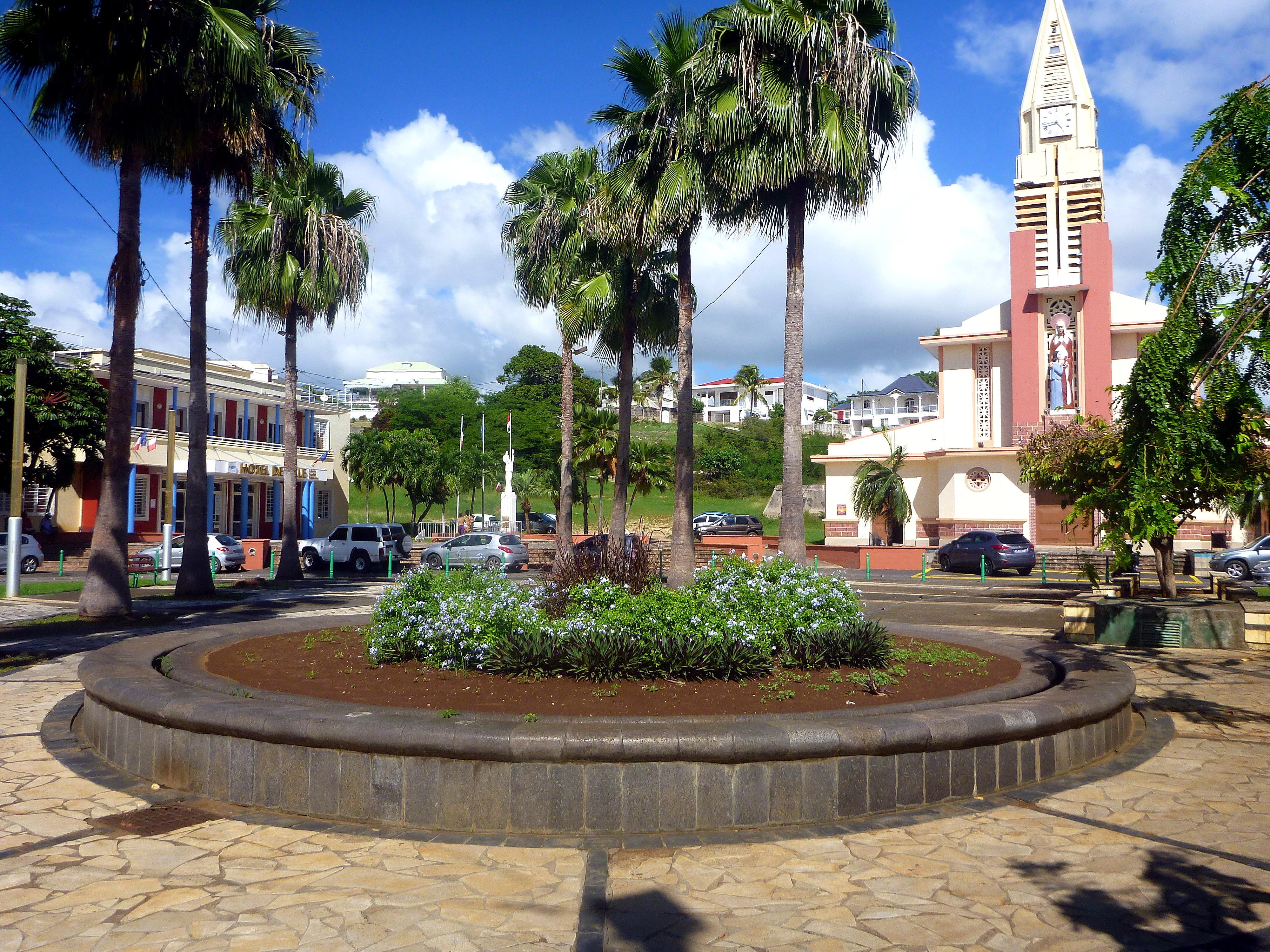 Anoli Location_Place de l'hotel de ville_Sainte Anne Guadeloupejpg