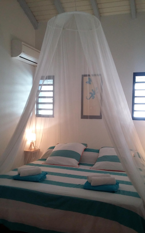 Anoli Location_Chambre bleue_Sainte-Anne_Guadeloupe (3)