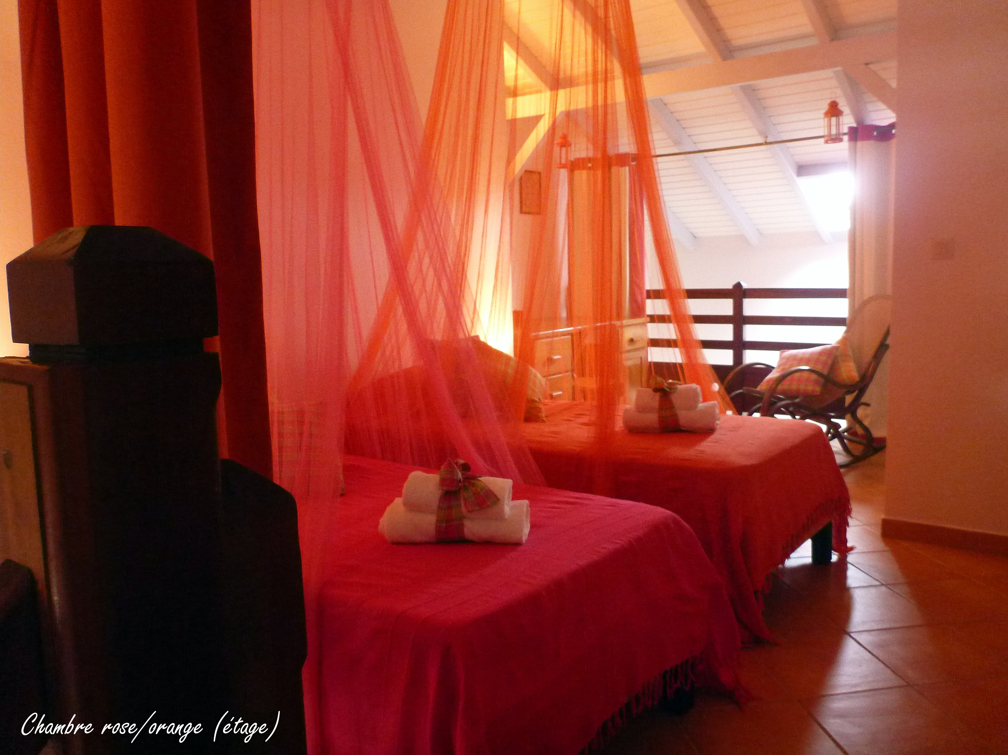 Anoli Location_Chambre Orange & Rose