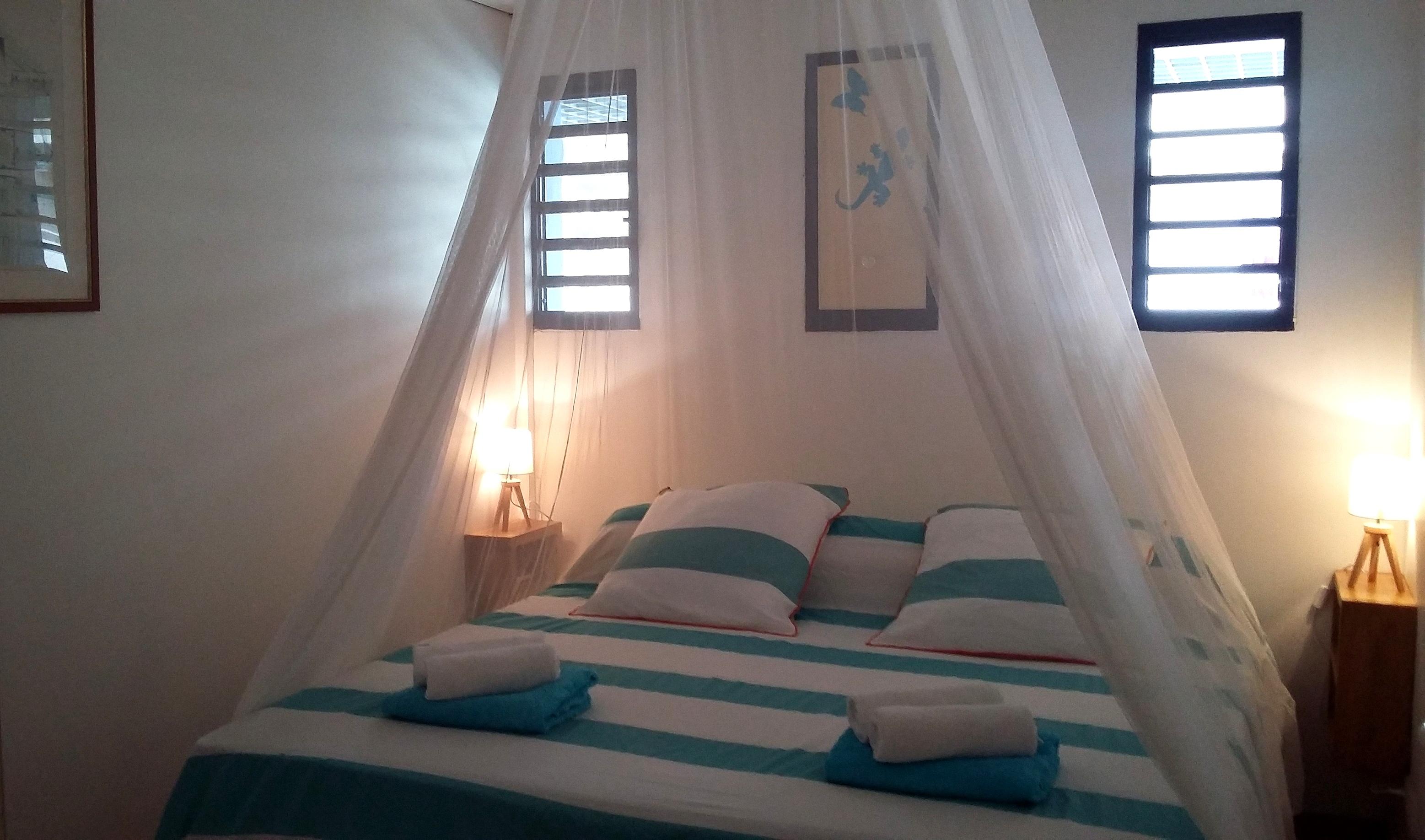 Anoli Location_Chambre bleue_Sainte-Anne_Guadeloupe (4)