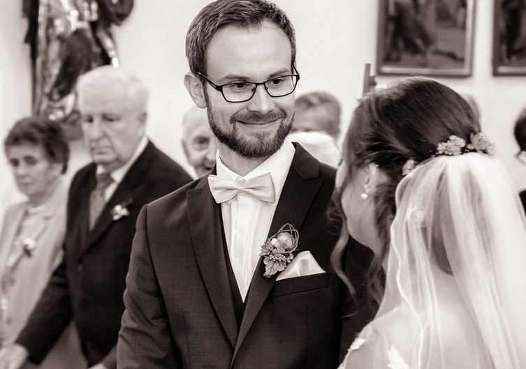 Brautpaar beim Ehegelübde