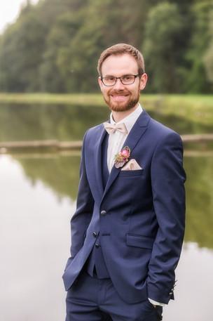 Bräutigam im Profil