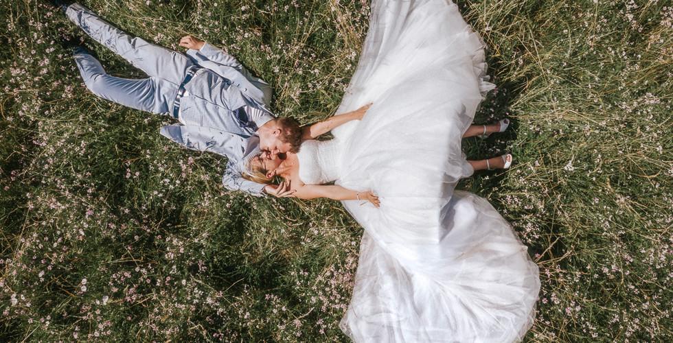 Brautpaarfoto mit Drohne