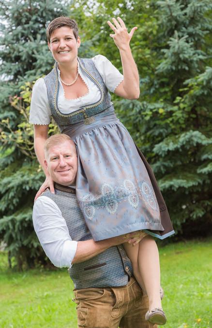 Brautpaar in bayerischer Tracht