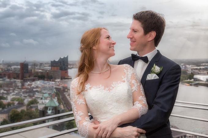 Brautpaar vor der Skyline