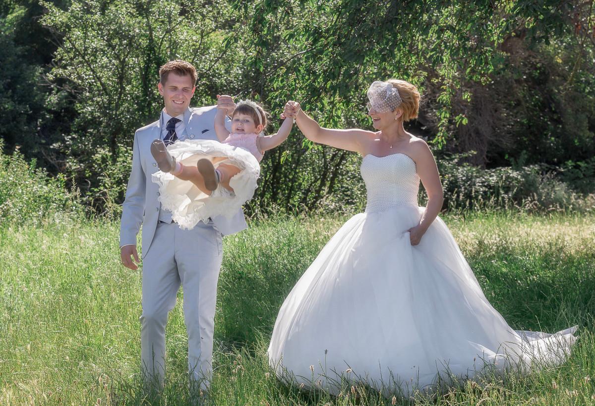 Brautpaar mit Blumenmädchen