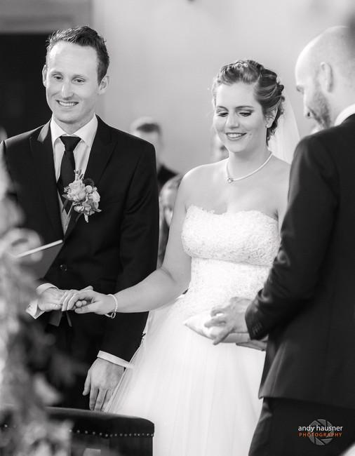 Brautpaar bei der kirchlichen Trauung