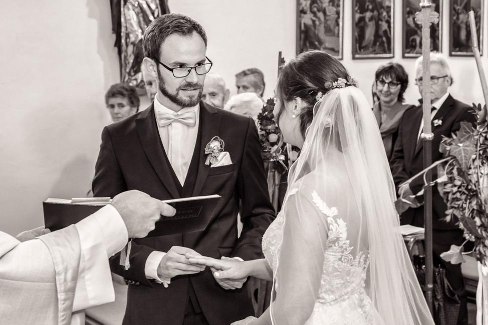 Brautpaar bei der Ringübergabe