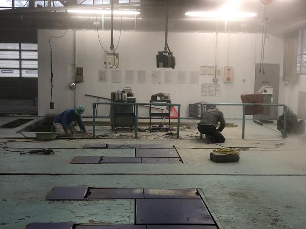 工場改修工事着工