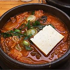 KIMCHI SEAFOOD TANG 김치해물탕