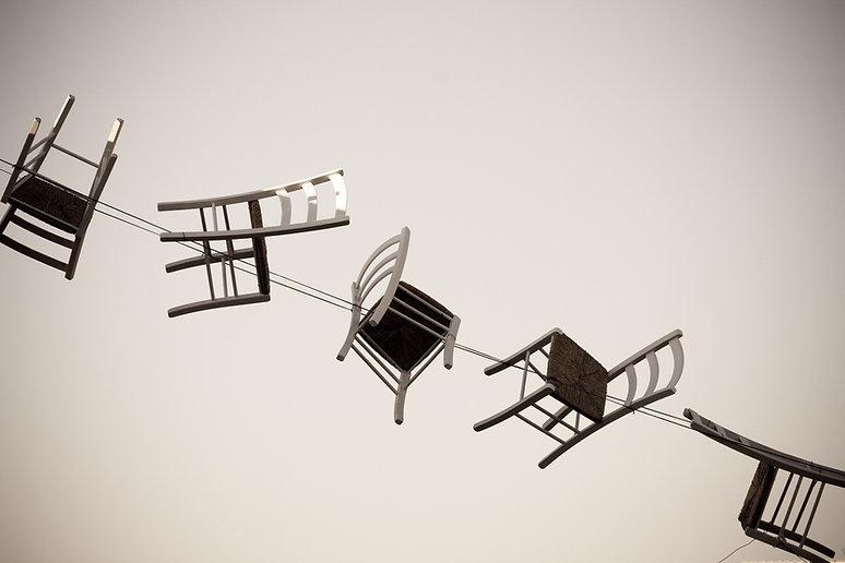 Schwebende Stühle