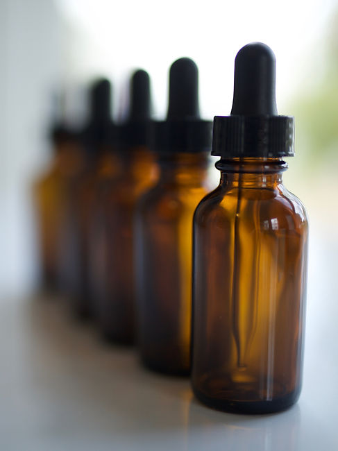 1-oz-Tincture-Bottle-Set-in-the-Herbal-A