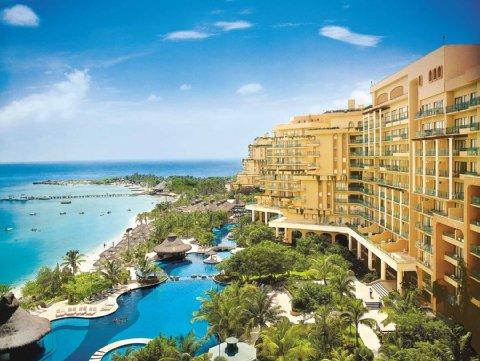 Fiesta-Americana-Grand-Coral-Beach-Cancun-Resort-and-Spa-Hotel-Exterior-1