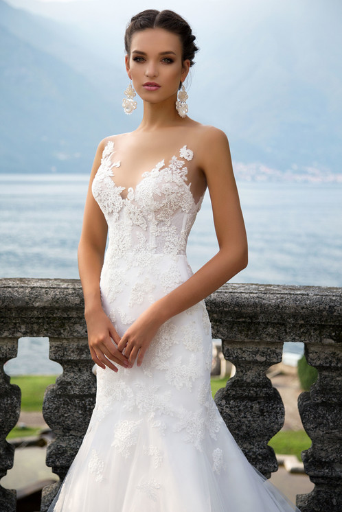Lustrous Mermaid Silhouette Wedding Gown Genvy Is Made Of Classy Gauze Organza Rayon And Silk Satin Decorated With Exclusive Lace